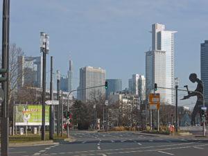 Frankfurt Wolkenkratzer im Bankenviertel, im Vordergrund das Westend