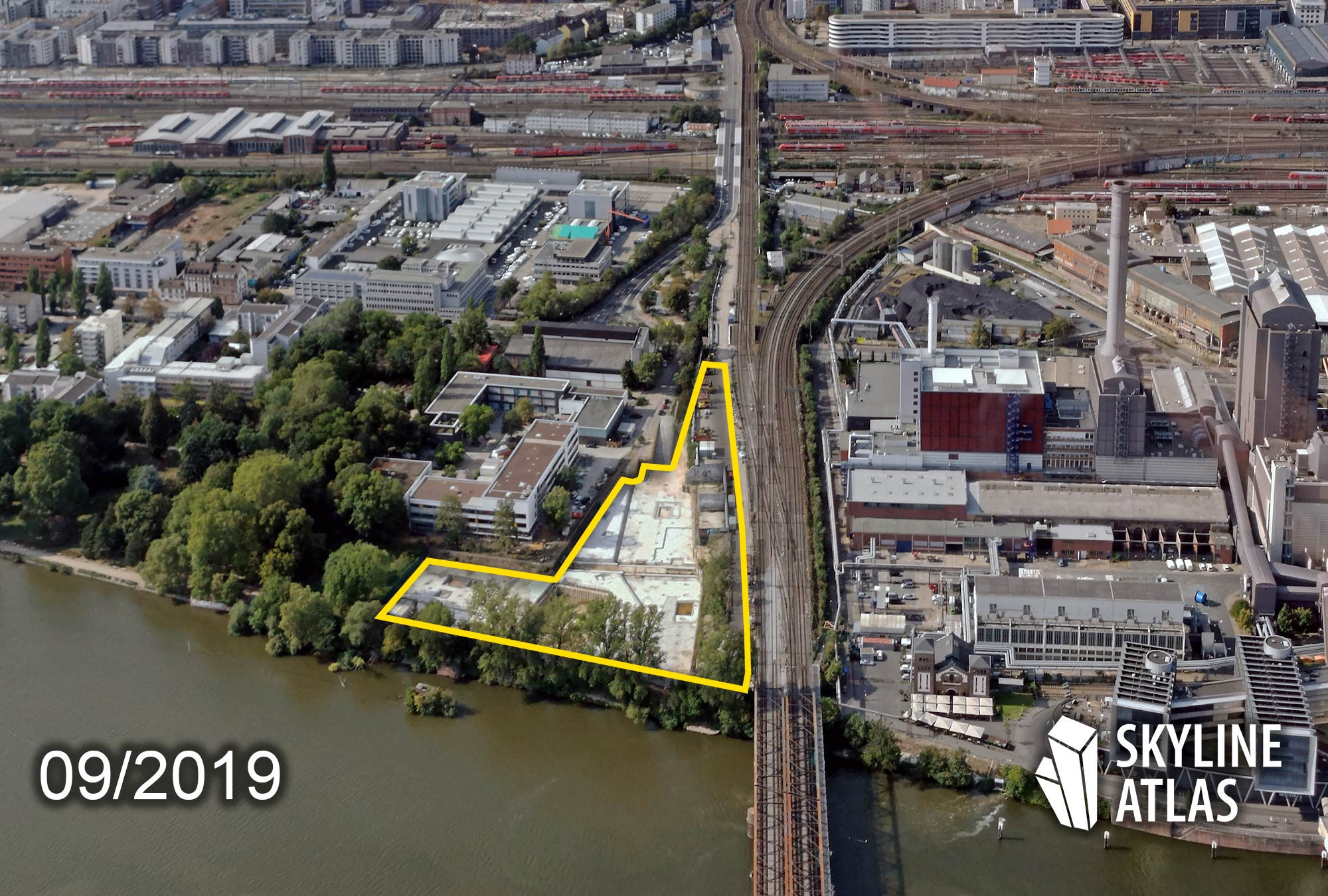 Wohnquartier at Westhafen - Living Quarter at Harbor West Frankfurt - Highrise at Sommerhoffpark - Rental apartments and student dormitory - New building at the Main river shore - construction site in September 2019